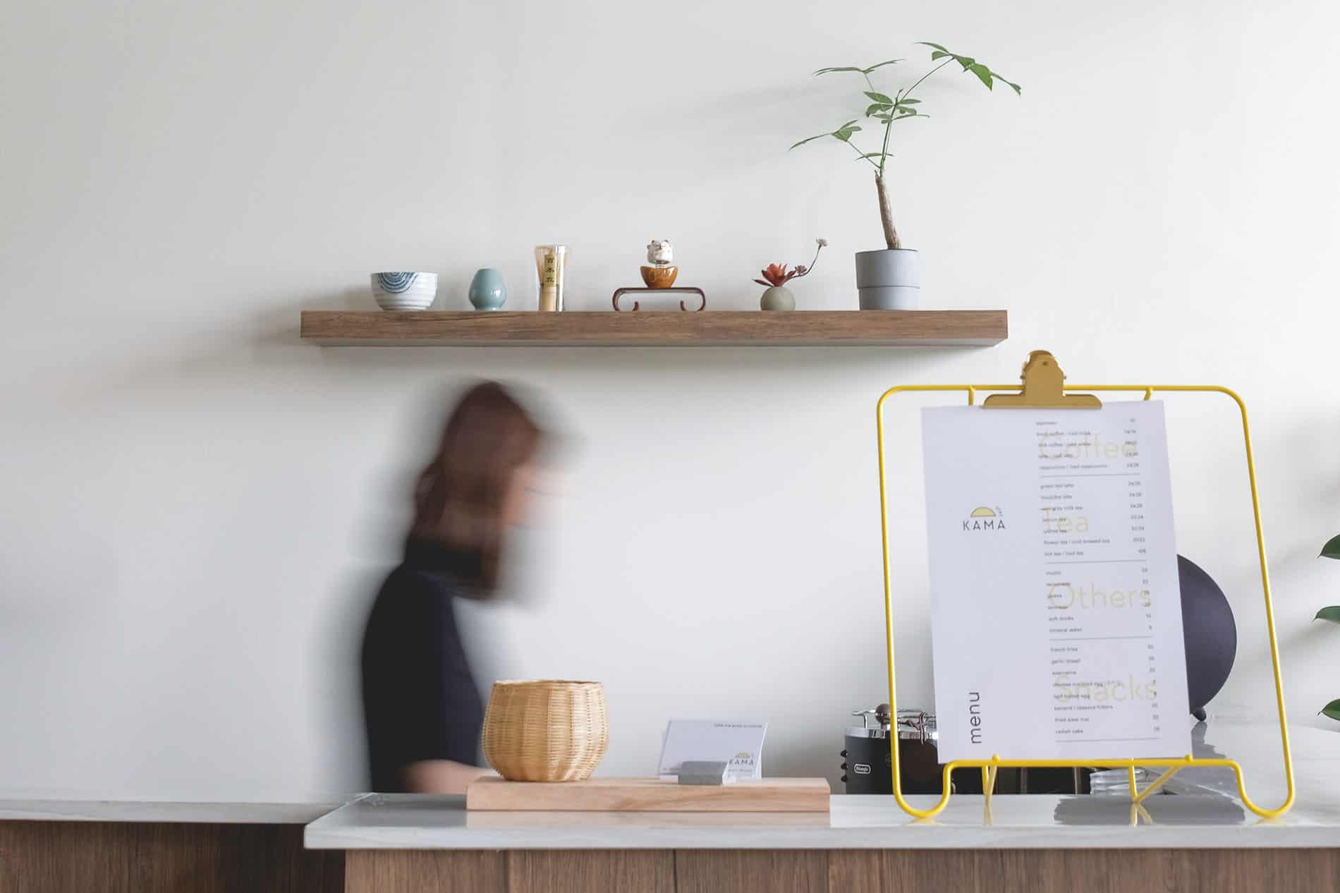 Atelier n°191 : Fixer une étagère légère dans un matériau plein